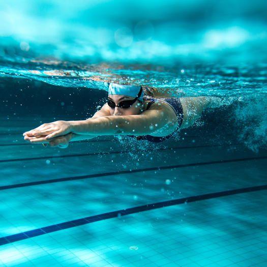 السباحة من تمارين أمنة أثناء الحمل